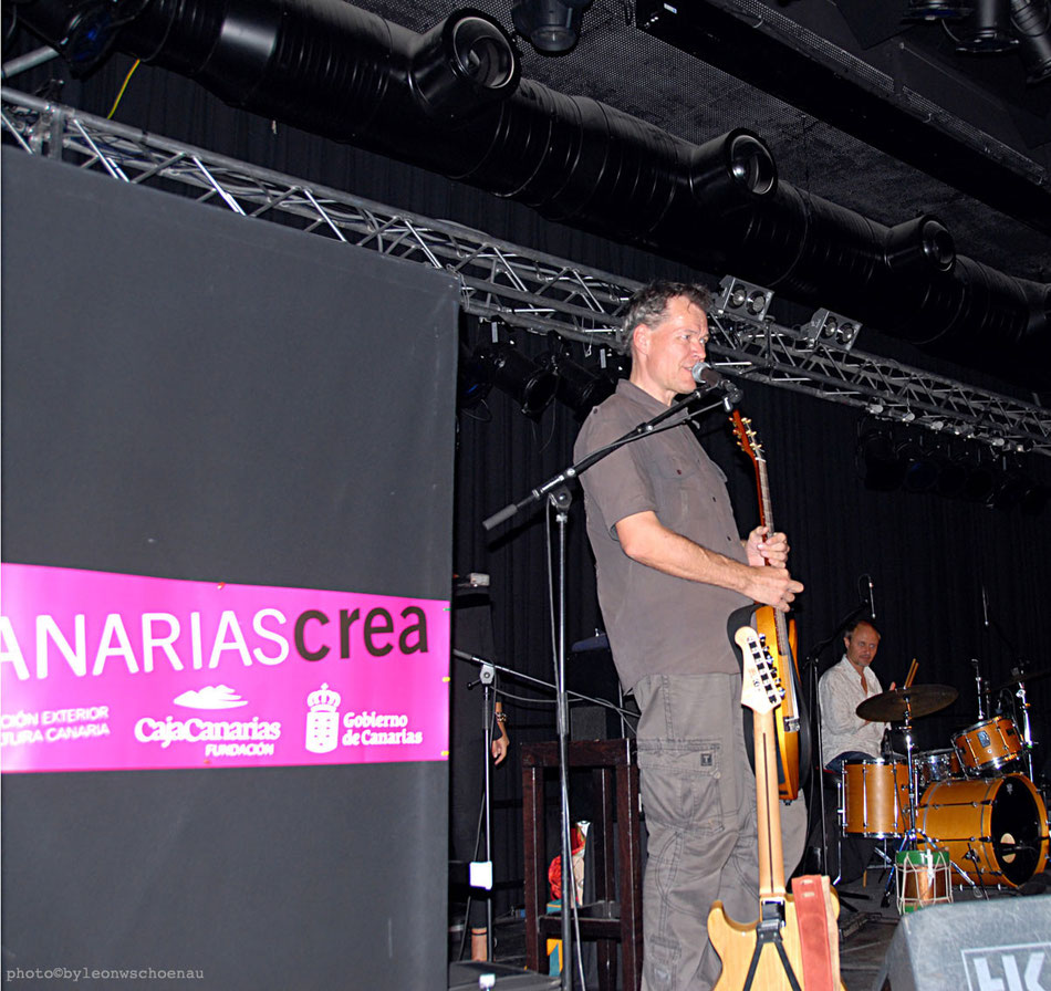"""Torsten de Winkel auf El Hierro lebender Vollblutmusiker aus Deutschland, Festivalleiter und selbst Gitarrist in der Band """"Canarias All Stars"""""""