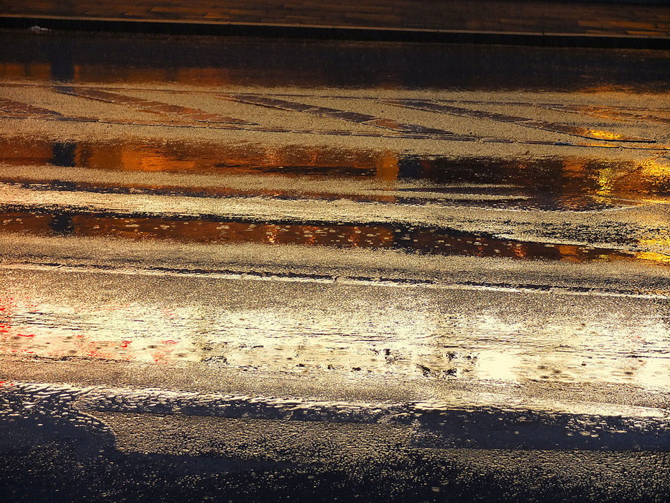 Nacht-regen-nasse-Strassen I