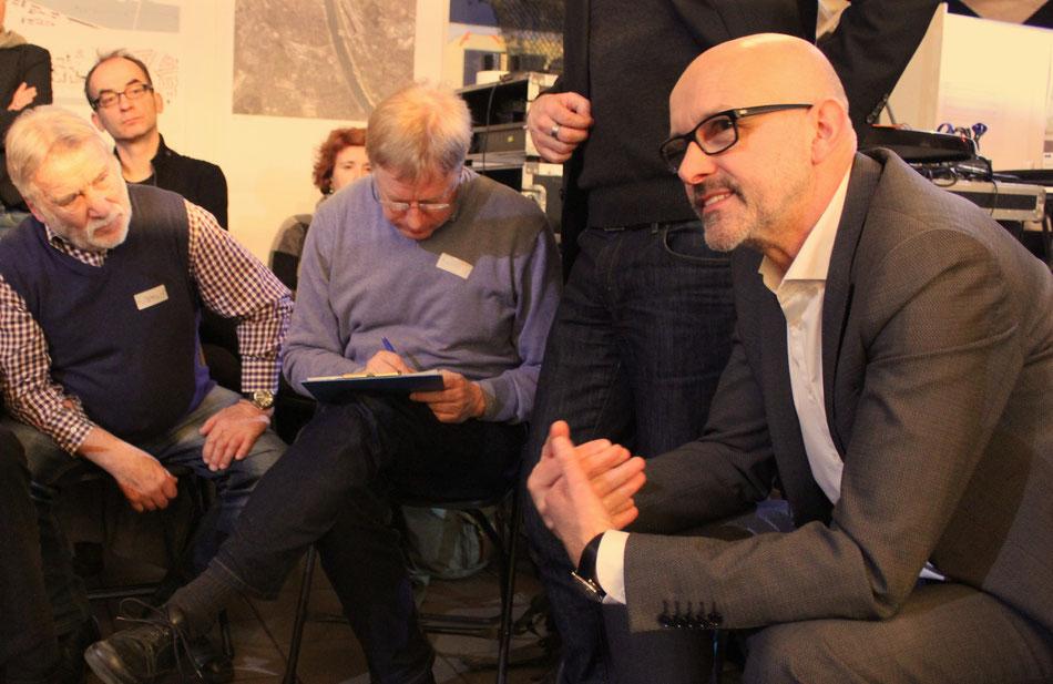 """Diskussion mit Experten zum Beispiel zum Thema """"Möbilität in der Stadt"""": Dipl.-Ing. Konrad Rothfuchs von ARGUS Stadt- und Verkehrsplanung aus Hamburg"""
