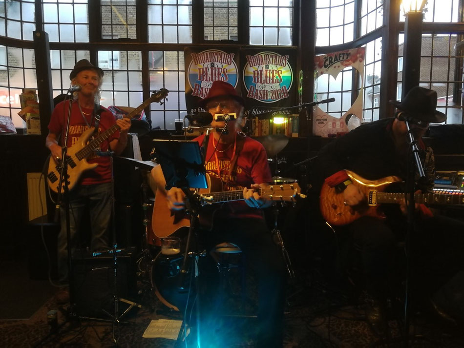 Sunday afternoon at the Prince Albert. Broadstairs. Image: E Duffy.