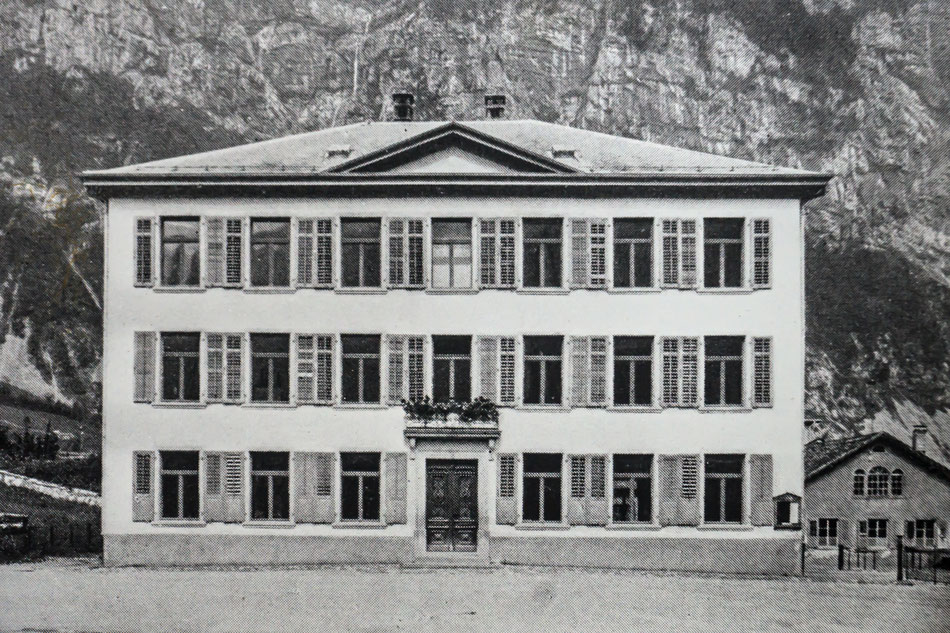 Altes Schulhaus um 1900