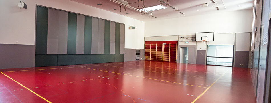 Mehrzweckhalle mit Bühne