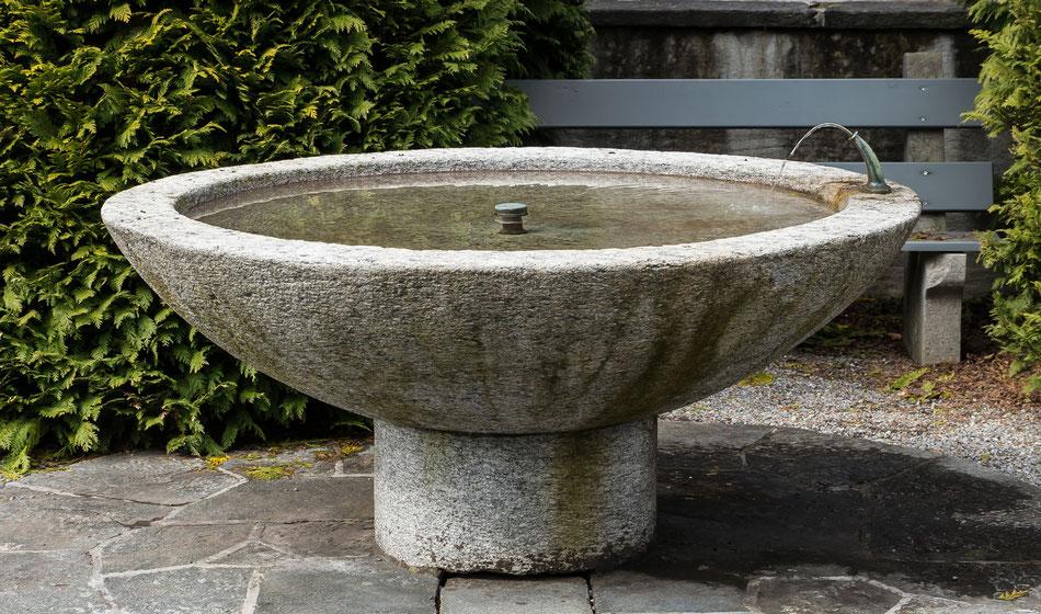 Brunnen auf der Westseite, Koordinaten 722575 213593