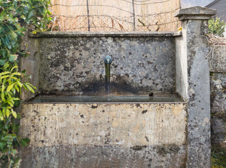 Brunnen an der Südwand