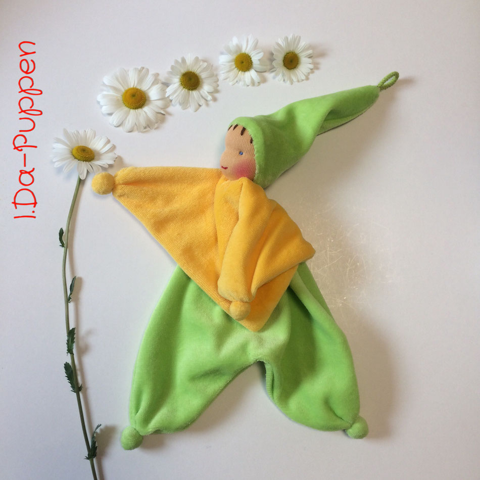 I.Da-Puppen aus der Blumenkinderwerkstatt Kuschelpuppe geschmückt mit echten Margeriten
