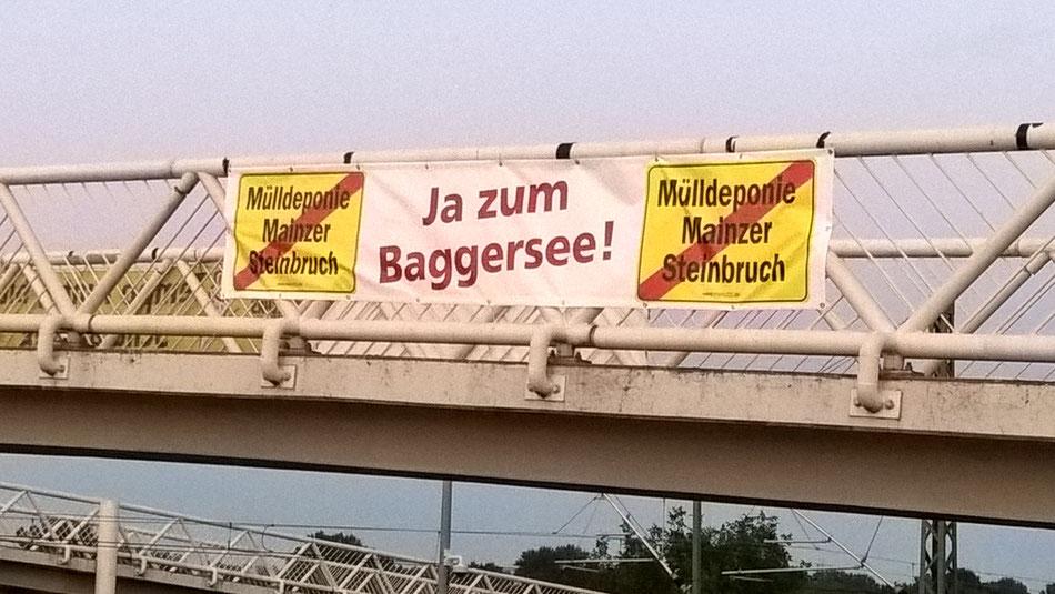 Leider wurde das Banner seinerzeit durch die Stadt oder andere abgehängt und wir hatten es nicht wieder bekommen 🙁