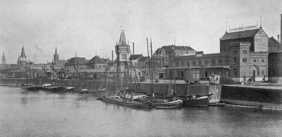 Zoll- und Freiladewerft Mülheim am Eingang zum Mülheimer Hafen, um 1909.