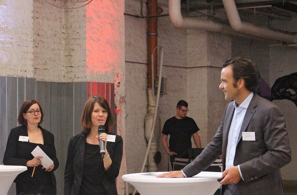 Birgit Schafranitz (Mitte) und Christoph Gröner von der CG Gruppe