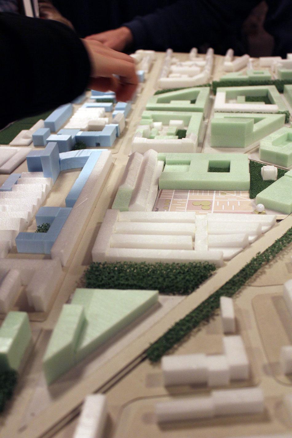 Das Foto des Modells zeigt die Achse Deutz-Mülheimer Straße. Auf dieser Straße könnte eine Stadtbahn entstehen.