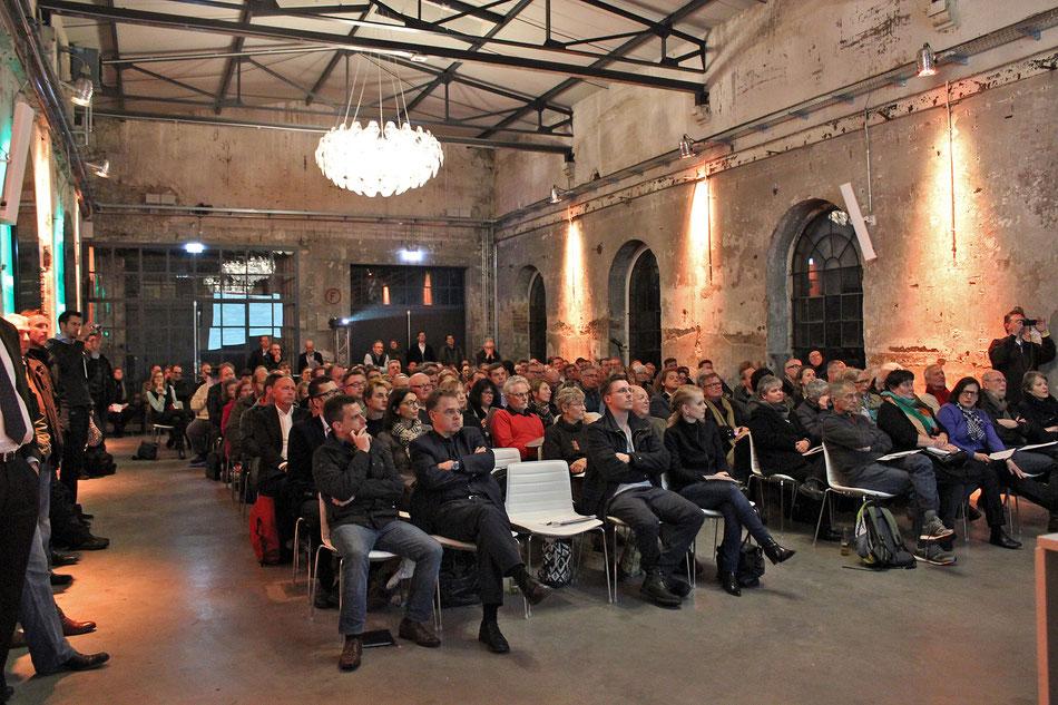 Über hundert interessierte Besucher bei der Vorstellung der Planung zum Lindgens-Areal im The New Yorker | HARBOUR.CLUB.