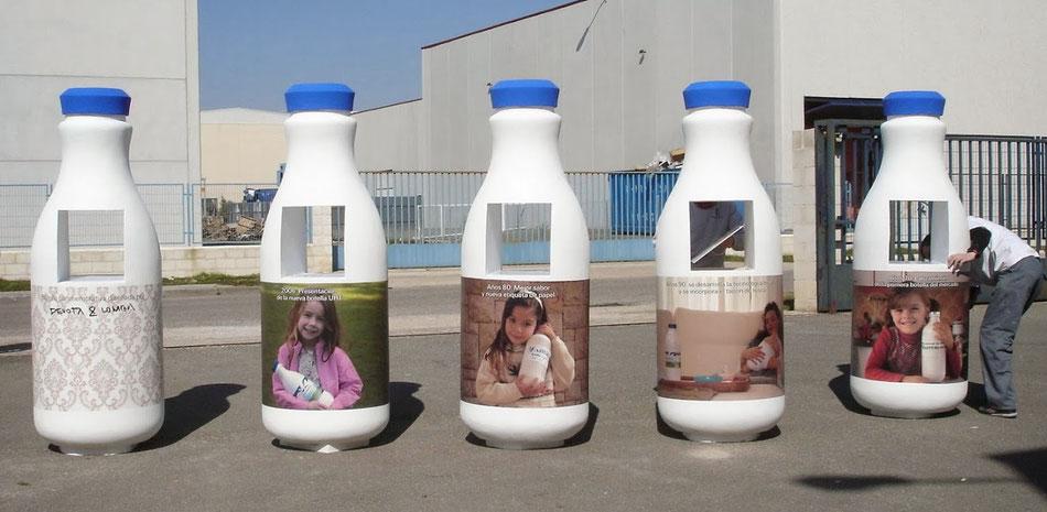 Botellas de leche, con hueco de exposión.