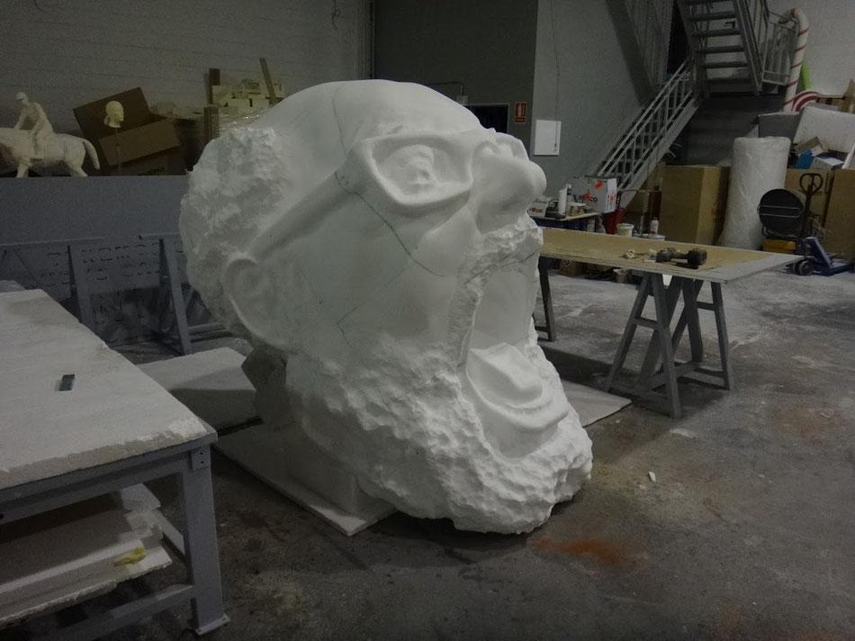 escultura de cabeza GIGANTE