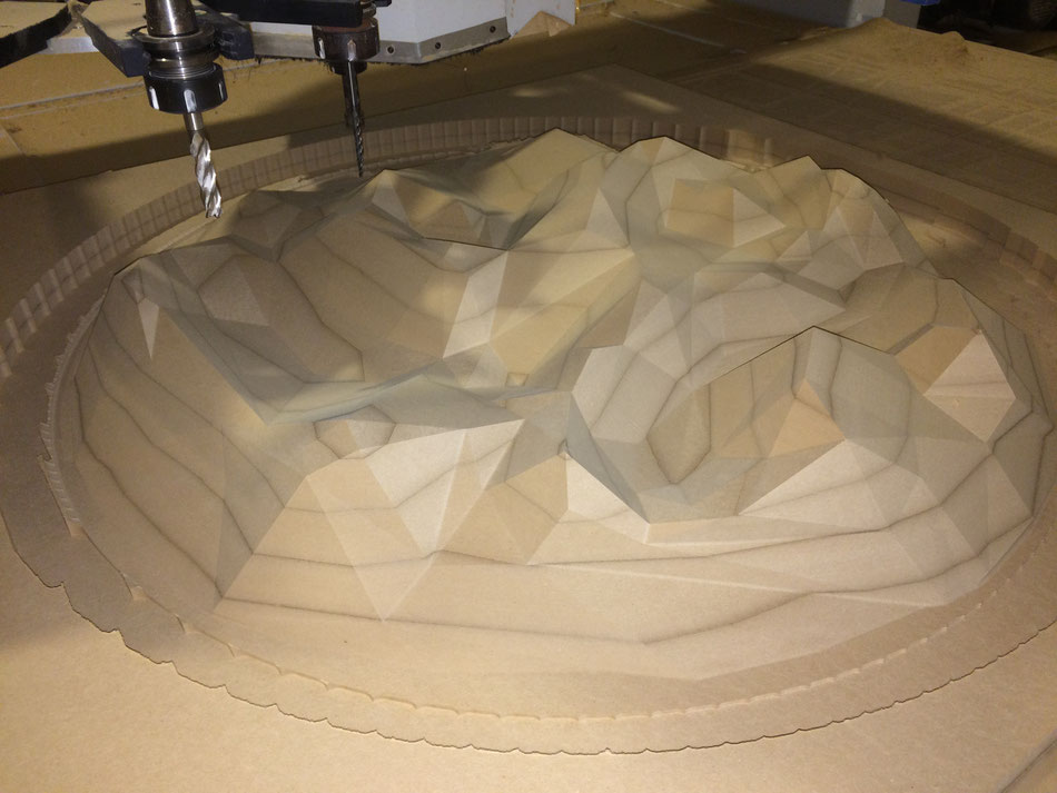 Relieve poligonal, talla en madera