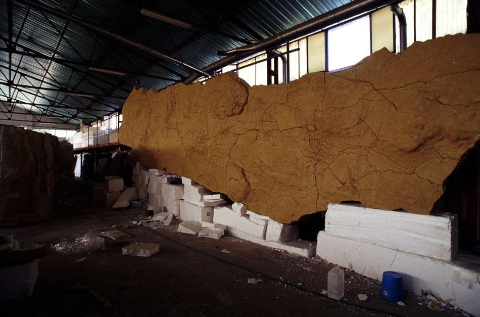 Sección de techo polícromo de la réplica de Altamira, durante la construcción 1999
