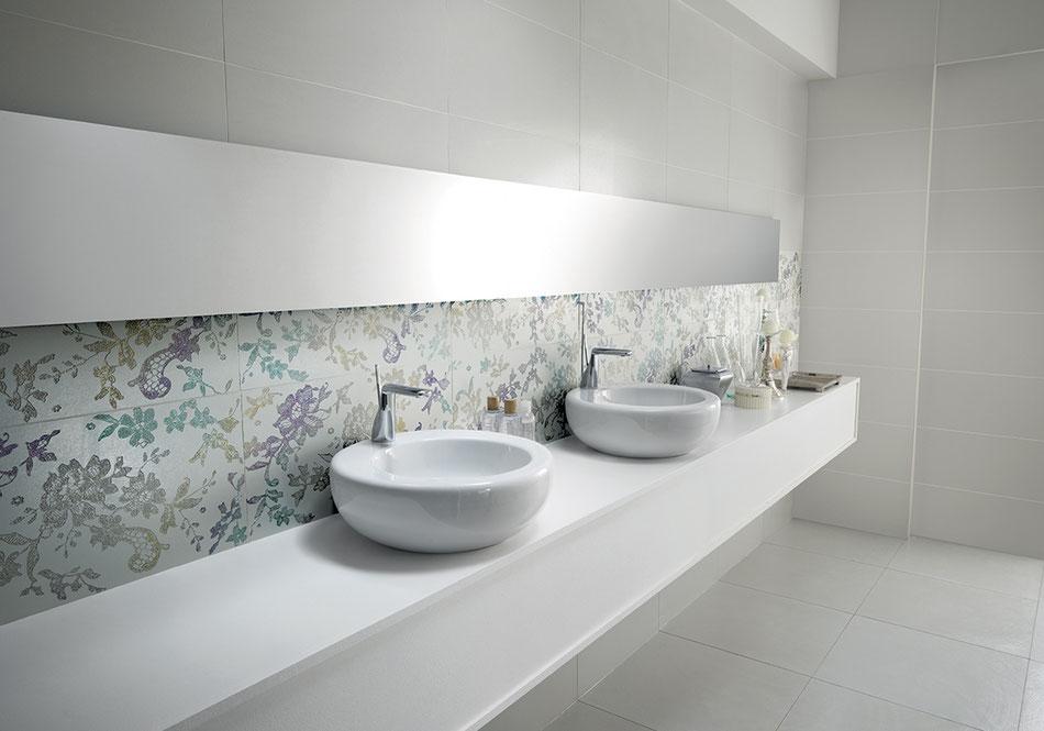 Décoration carrelage salle de bain floral