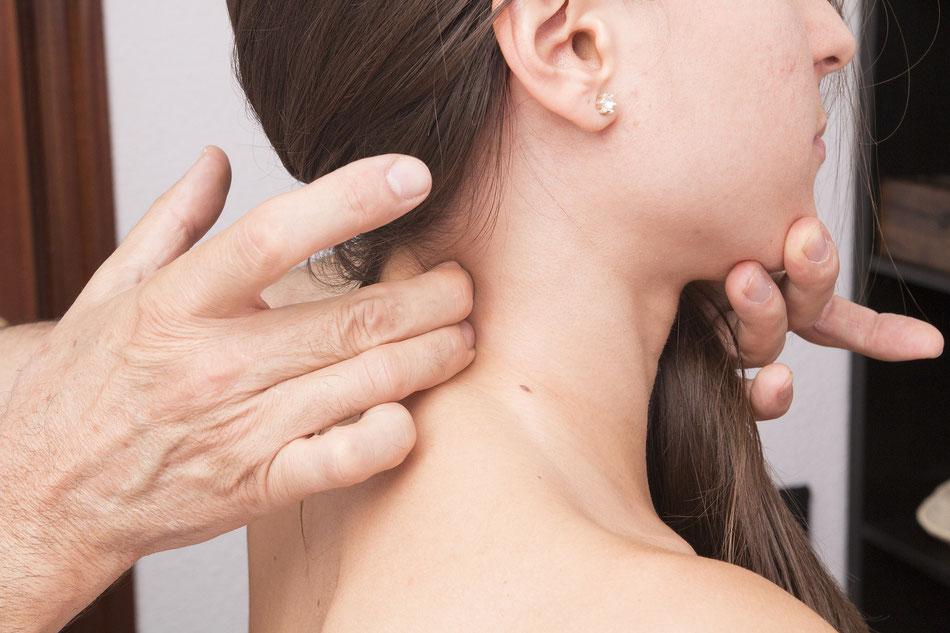 Massaggio al collo per la cervicale