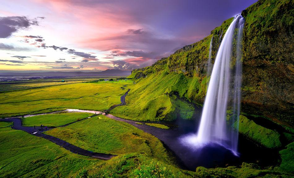 Cascata e panorama islandese per suggerire il senso di depurazione