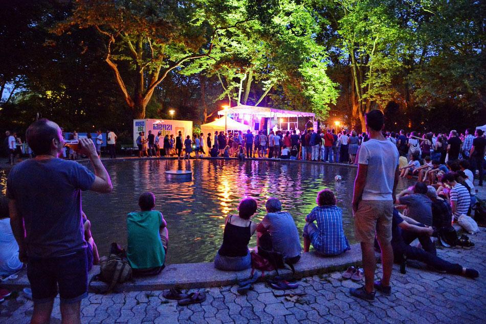 Linda Vogel__Pop der Stadt Zürich, Kultur__beim Brunnen im Sihlhölzlipark