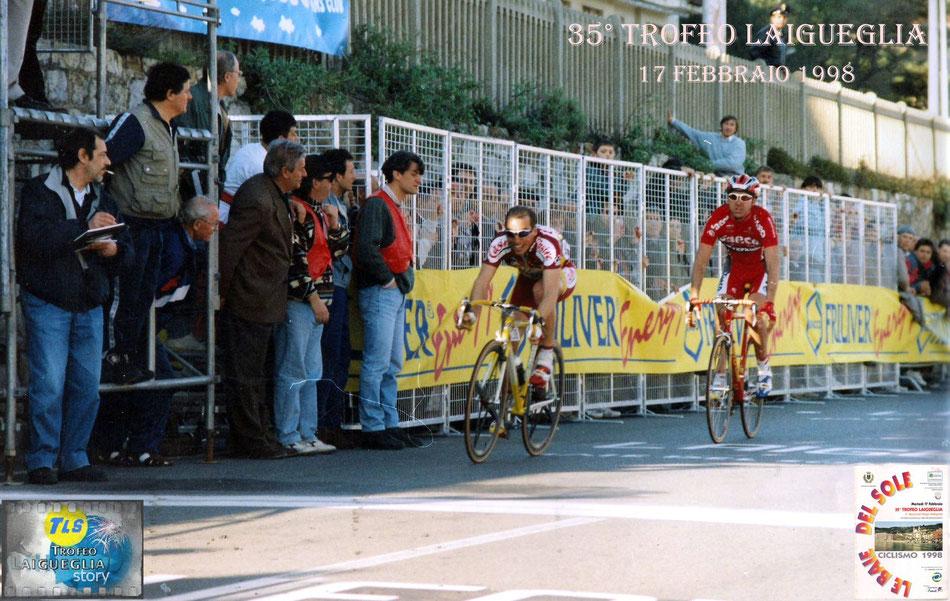 Foto courtesy: archivio TLS, l'arrivo vittorioso di Pascal Chanteur davanti ad Eddy Mazzoleni e Paolo Bettini.