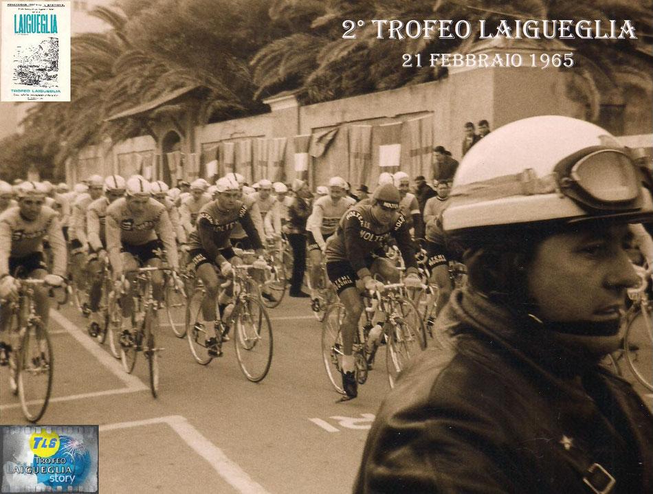 Foto courtesy: Archivio AVL, la partenza della seconda edizione del Trofeo Laigueglia dal mitico traguardo di Corso Badarò.