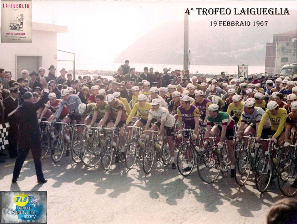 Foto courtesy: Archivio TLS, la partenza della 4° edizione del Trofeo Laigueglia, da sx. in maglia BIC il francese Anquetil, al suo fianco in maglia SALVARANI Felice Gimondi, sulla dx. in maglia di campione d'Italia Michele Dancelli.