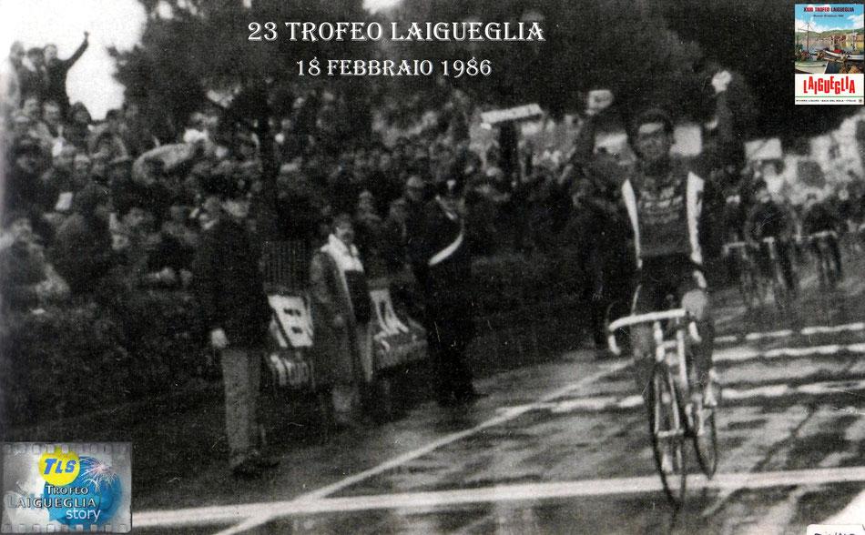 Foto courtesy: Mario Fasano archivio TLS, Mauro Longo precede vittoriosamente il gruppo.