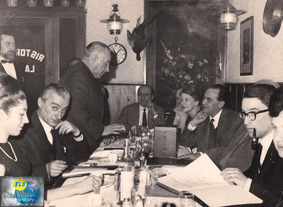 """Foto courtesy: Archivio TLS, cena di gala per la consegna del premio """"bastione d'oro"""". Si riconosce sulla dx con gli occhiali l'ing.Giancarlo Garassino e alla sua dx. il Sindaco Giuseppe Giuliano."""