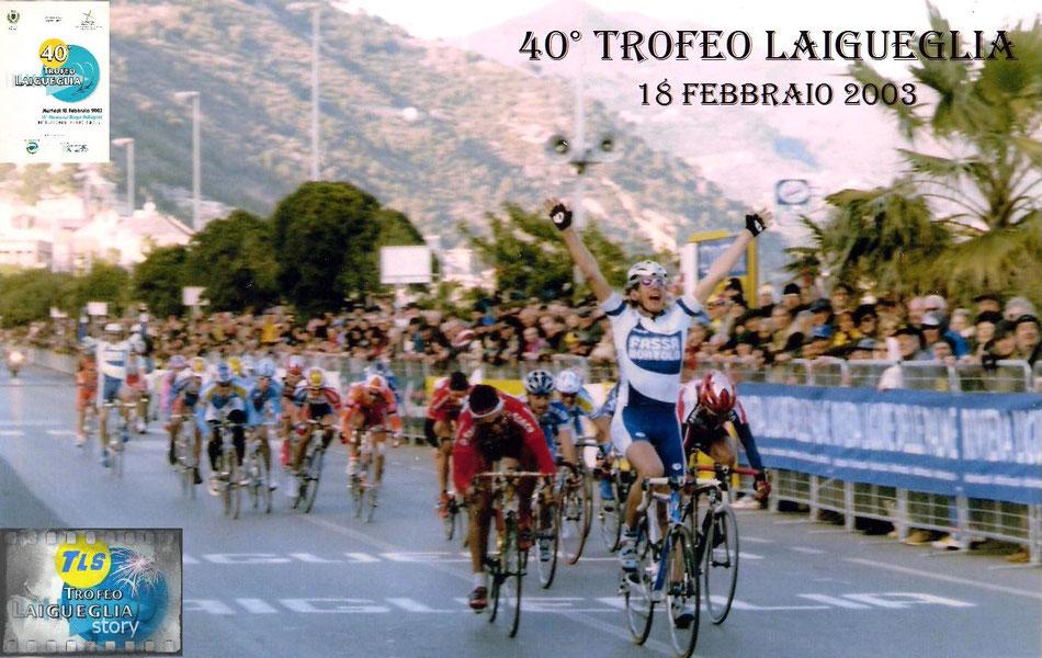 Foto courtesy: archivio TLS, l'arrivo vittorioso di Filippo Pozzato davanti a Sacchi e Baldato