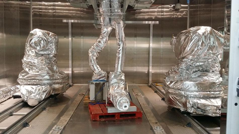 Housse de protection robot industriel kuka enceinte climatique -40 °C + 90 °C