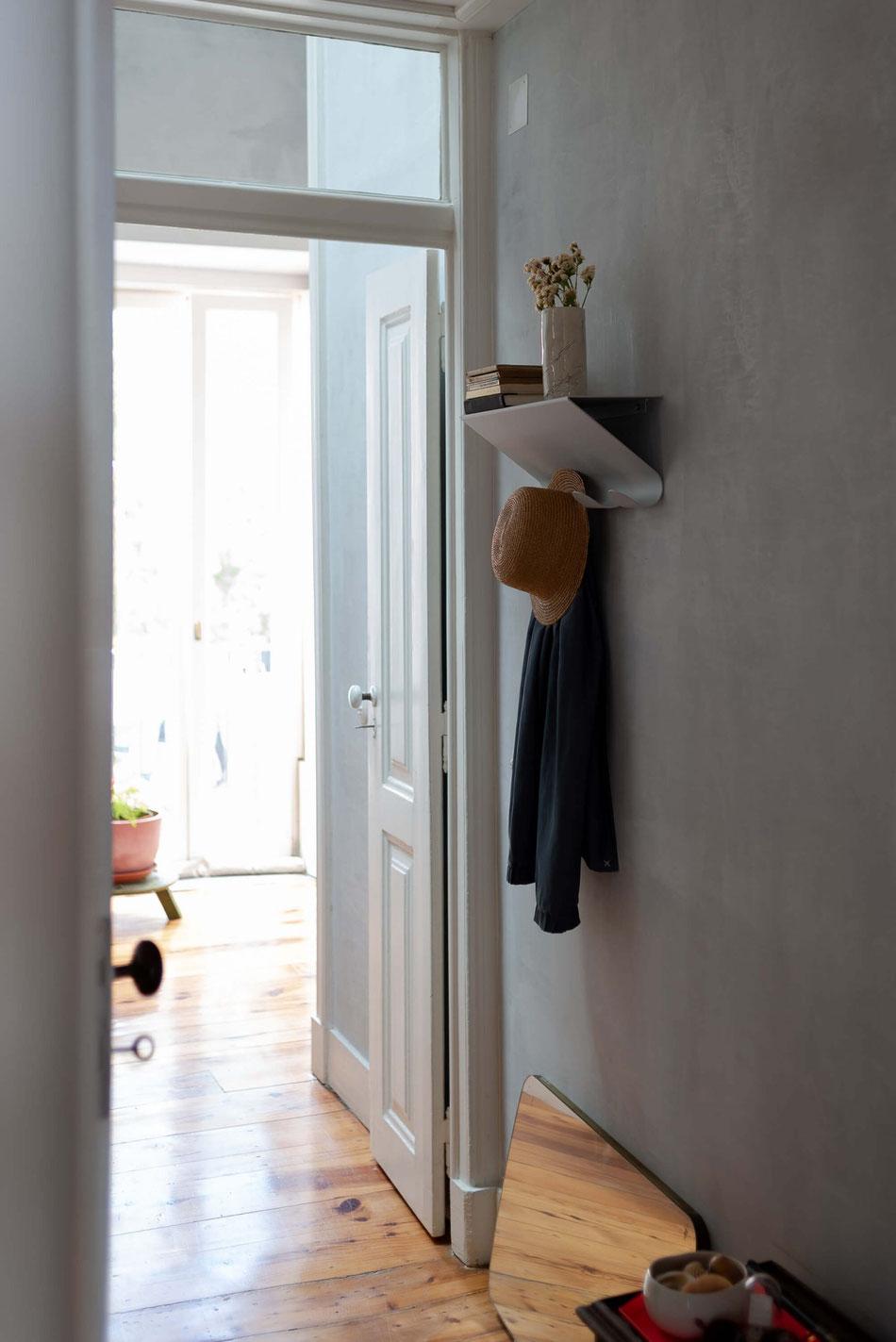 Hal Coat Rack von UTIL, hellgrau - Der Kleiderhacken