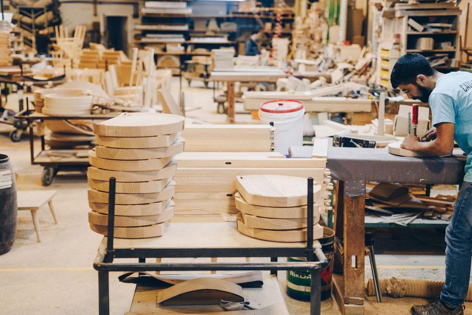 Handwerkliche Herstellung Oyster Hocker in Portugal