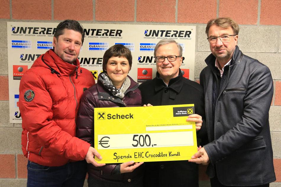 Obmann Gerhard Maier, Sabine Eder-Unterrainer und Christian Sigl vom Sozialsprengel Kundl sowie Präsident Josef Unterer