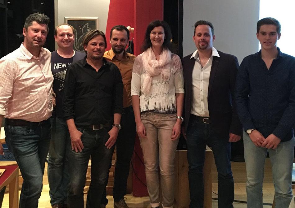Der neue Vorstand: Maier, Schöpf, Sailer, Sapl, Adamer, Ertl, Dessl