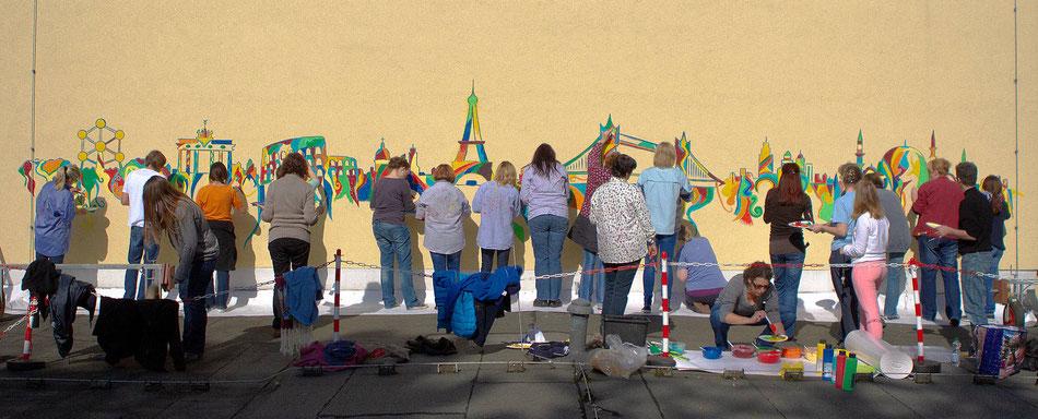 Kunst Lehrerfortbildung, Lehrer bemalen gemeinsam Fassade