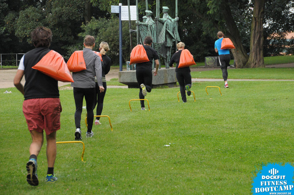 foto: dockfit altona fitness Personal-Trainer bootcamp hamburg training fitnessexperten hamburg dockland battle ropes outdoor training NDR urbanathlon