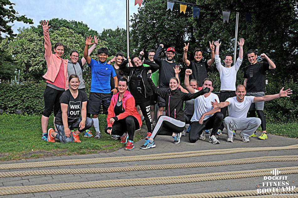 Gewitter dockfit altona fitness Personal-Trainer bootcamp hamburg training fitnessexperten hamburg dockland battle ropes outdoor training Burpees overhead  2017 abnehmen Gewichtsreduktion outdoor Montag Mittwoch Altonaer-Balkon Sixpack