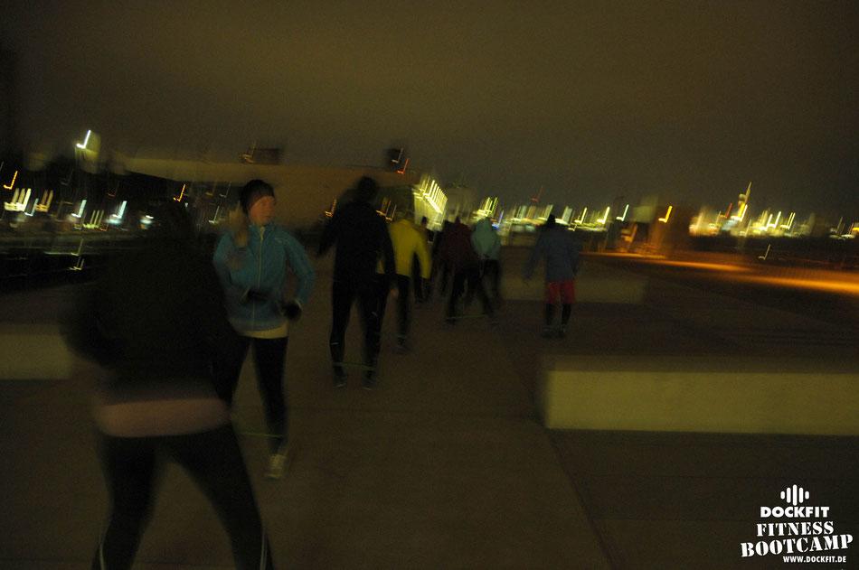 HIIT Lauftraining triathlon ironman stadtpark dockfit altona fitness Personal-Trainer bootcamp hamburg training fitnessexperten hamburg dockland battle ropes outdoor training Burpees overhead  2017 abnehmen Gewichtsreduktion outdoor Altonaer-Balkon Sixpac