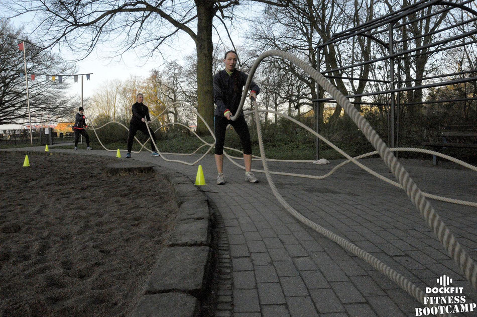 foto: dockfit altona fitness bootcamp hamburg training battle ropes action