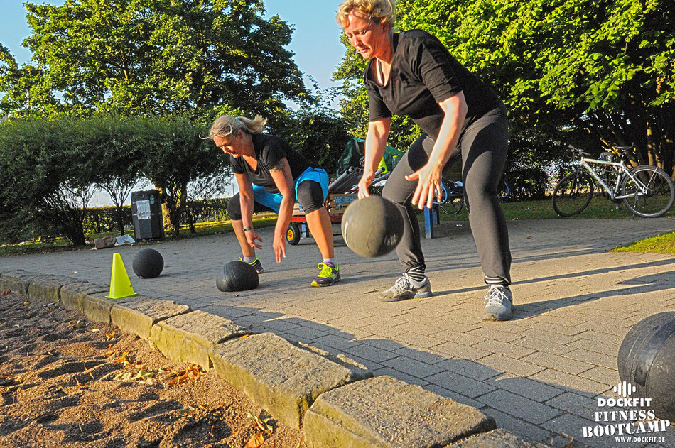 dockfit altona fitness Personal-Trainer bootcamp hamburg training fitnessexperten hamburg dockland battle ropes outdoor training Hindernisse Herbst