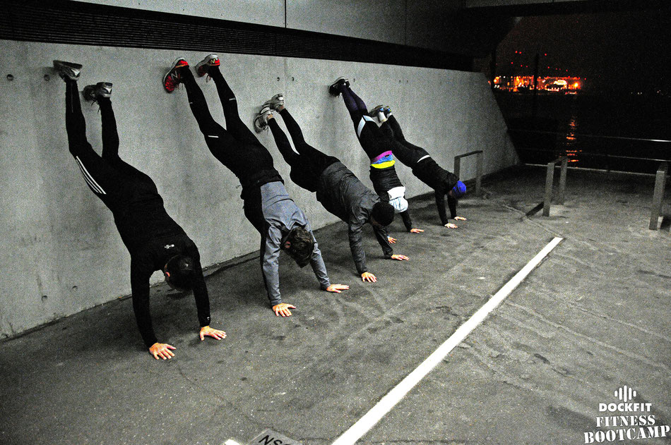 foto dockfit fitness bootcamp hamburg altona early birds handstand