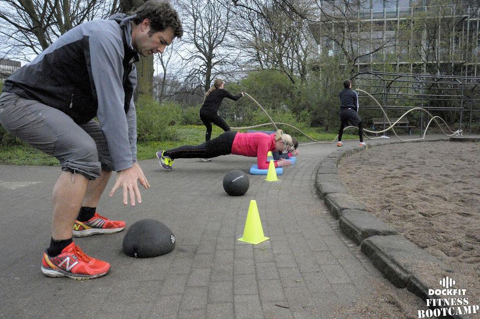 foto: dockfit altona fitness bootcamp hamburg dockfit slamball
