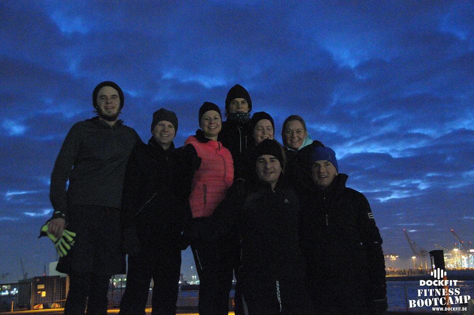 dockfit altona fitness Personal-Trainer bootcamp hamburg training fitnessexperten hamburg dockland battle ropes outdoor training Burpees overhead  2017 treppen