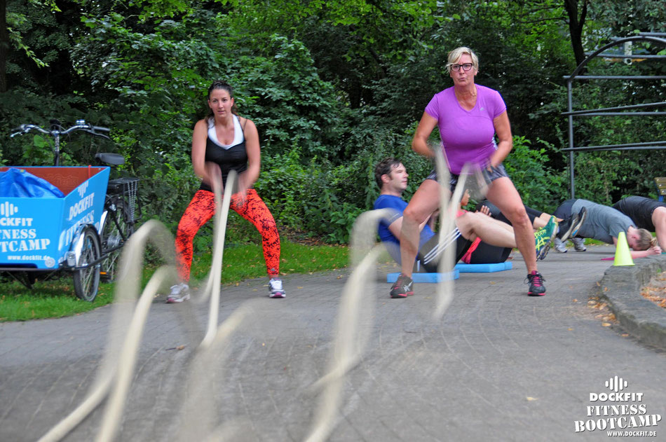 Queen triathlon stadtpark dockfit altona fitness Personal-Trainer bootcamp hamburg training fitnessexperten hamburg dockland battle ropes outdoor training Burpees overhead  2017 abnehmen Gewichtsreduktion outdoor Montag Mittwoch Altonaer-Balkon Sixpac