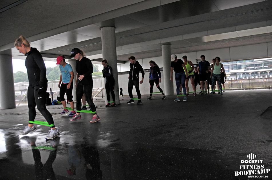 Queen triathlon stadtpark dockfit altona fitness Personal-Trainer bootcamp hamburg training fitnessexperten hamburg dockland battle ropes outdoor training Burpees overhead  2017 abnehmen Gewichtsreduktion outdoor Montag Mittwoch Altonaer-Balkon Sixpac