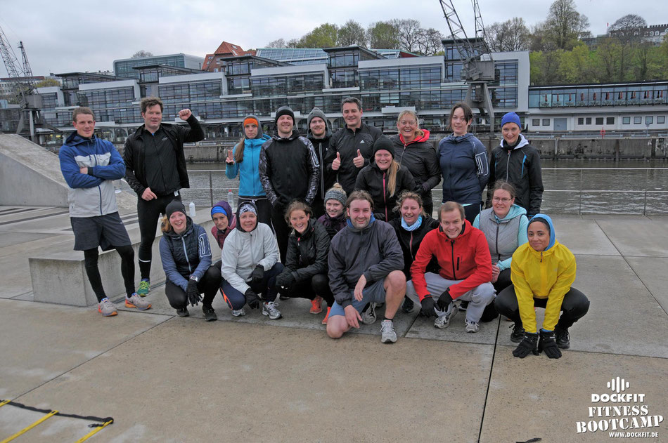 dockfit altona fitness Personal-Trainer bootcamp hamburg training fitnessexperten hamburg dockland battle ropes outdoor training Burpees overhead  2017 ostern