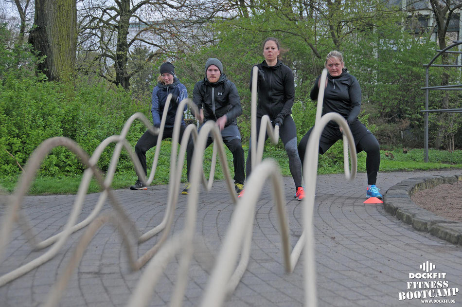 dockfit altona fitness Personal-Trainer bootcamp hamburg training fitnessexperten hamburg dockland battle ropes outdoor training Burpees overhead  2017 ostern
