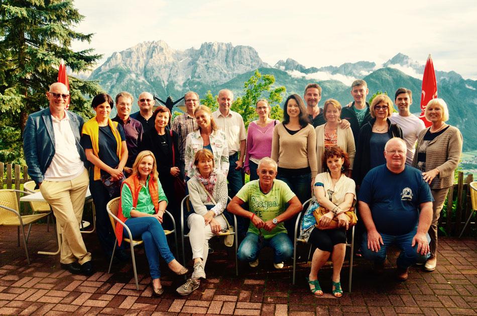 """Auf der Terrasse von der """"Schönen Aussicht"""" mit Blick auf die Lienzer Dolomiten"""