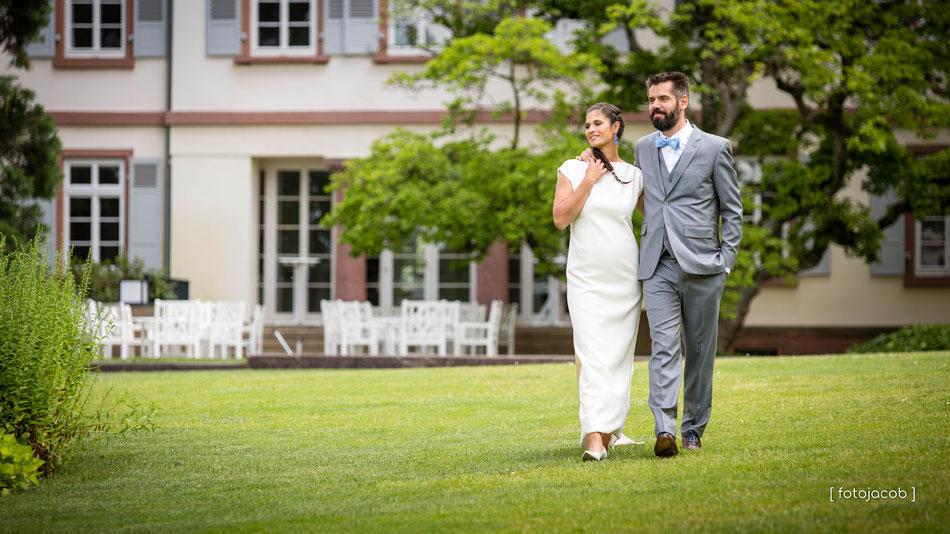 brautpaar im schau und sichtingsgarten hermannshof in weinheim