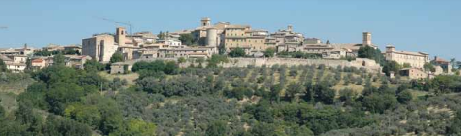 De schilderachtige skyline van Montefalco, provincie Perugia