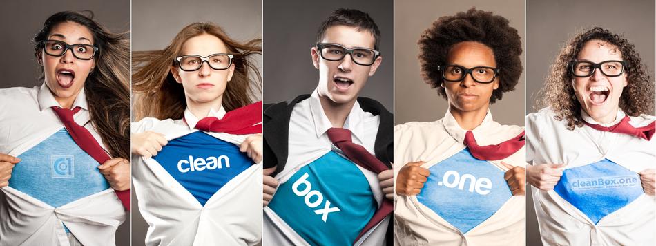 cleanboxone.de, Startseite, Bild mit 5 Menschen, Superman-T-Shirt mit Logo cleanbox